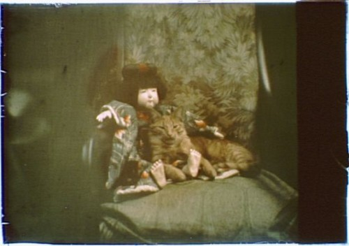 Buzzer the Cat with a Doll color 1912