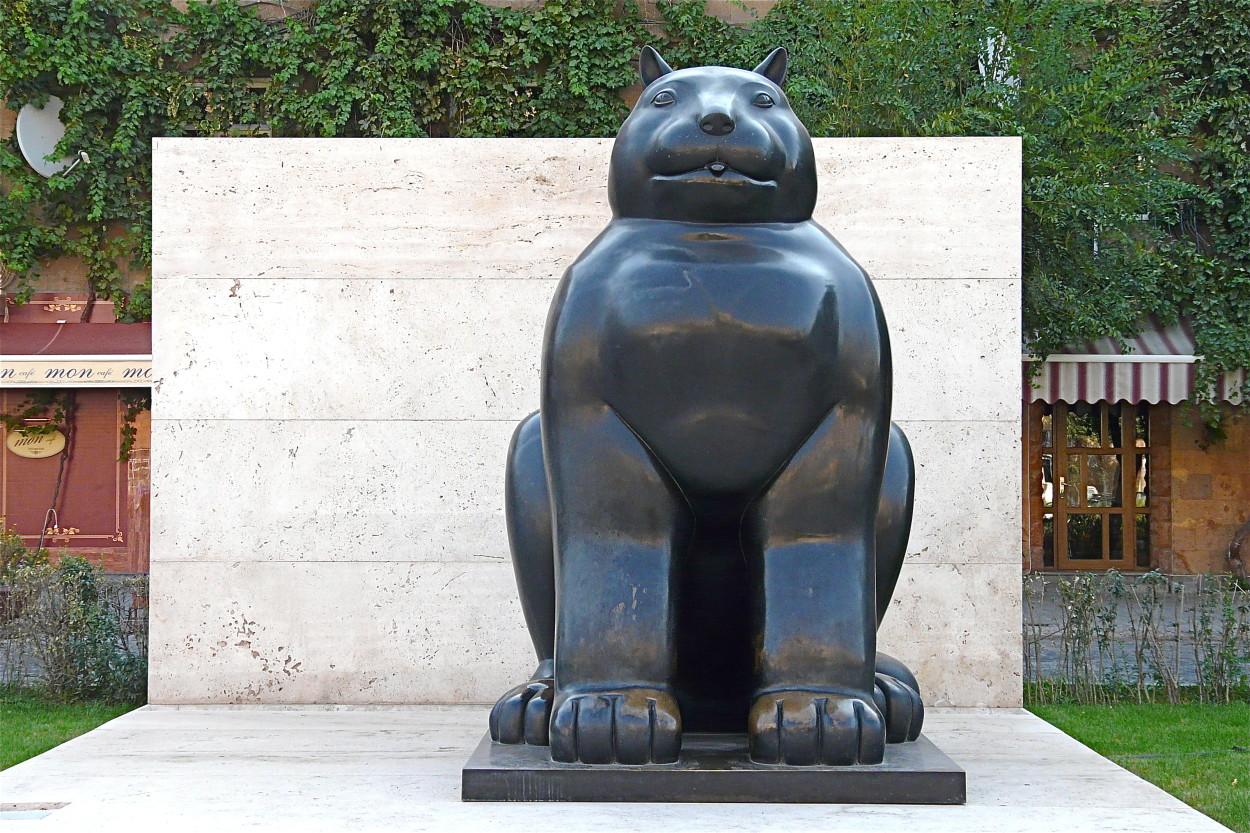 Botero cat sculpture, yerevan armenia