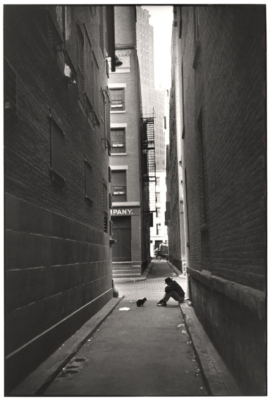 cartier_bresson_new york 1947 with cat