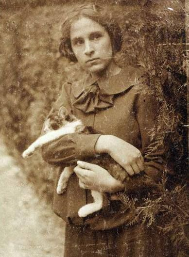 Gala Eluard Dalí, Dali's wife with cat