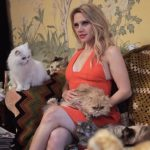 Kate McKinnon and cats