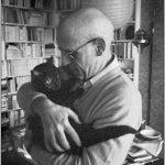 Michel Foucault mit seiner Katze, Paris, 1978