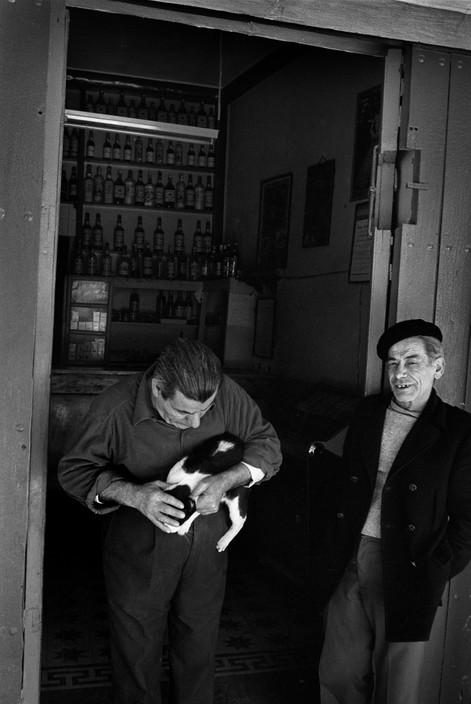 Josef Koudelka, SPAIN Men with Cat, 1971