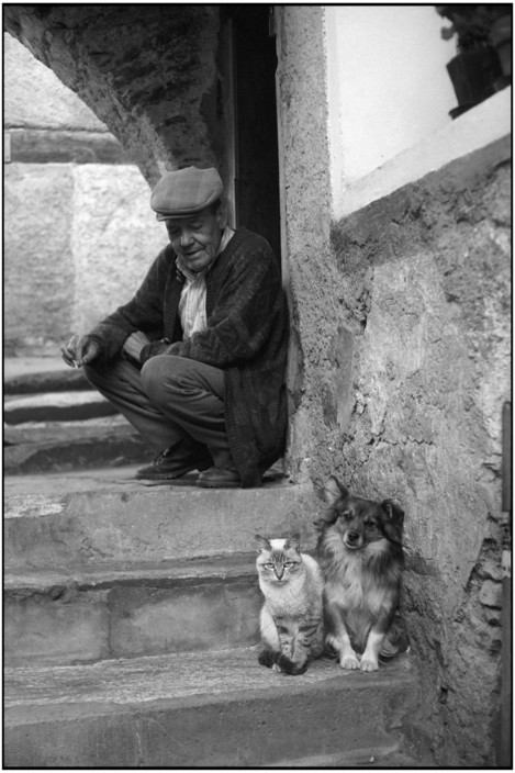 Man and Cat, Val Bellino, Village of Celle. Martine Franck
